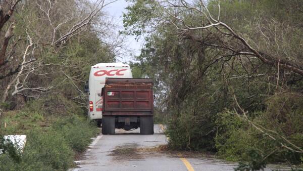 La autopista a Puerto Escondido sufre retrasos.