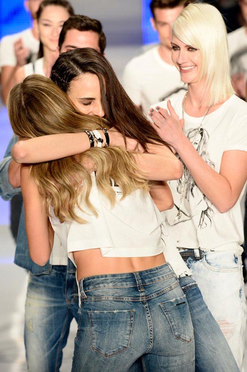 La modelo no pudo contener las lágrimas tras decir adiós al runway.
