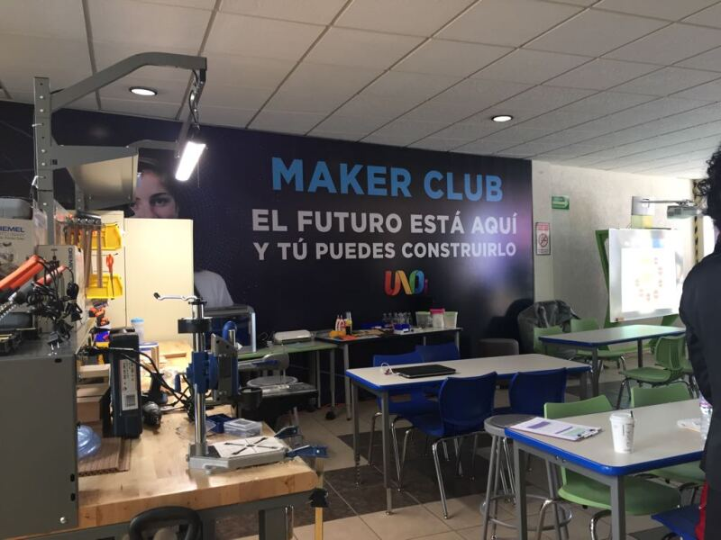 En los maker club, los estudiantes empiezan a generar los primeros pasos de conocimiento.