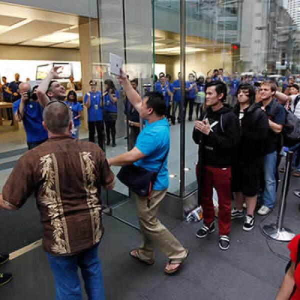 Alex Lee, canadiense, se convirtió en el primer cliente de la tienda de Apple, en Sydney, Australia.
