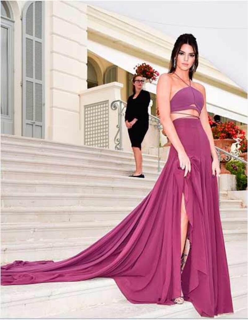 La top model puede estar en la cumbre de su carrera, pero algunos afirman que la mala fama de su familia le está cerrando muchas puertas en Hollywood.