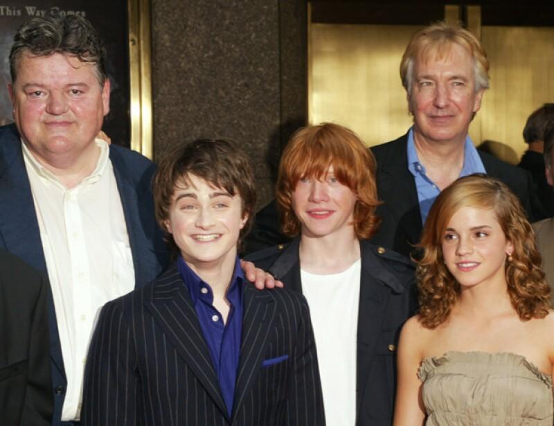 Alan Rickman con Daniel Radcliffe, Rupert Grint y Emma Watson en una premiere.