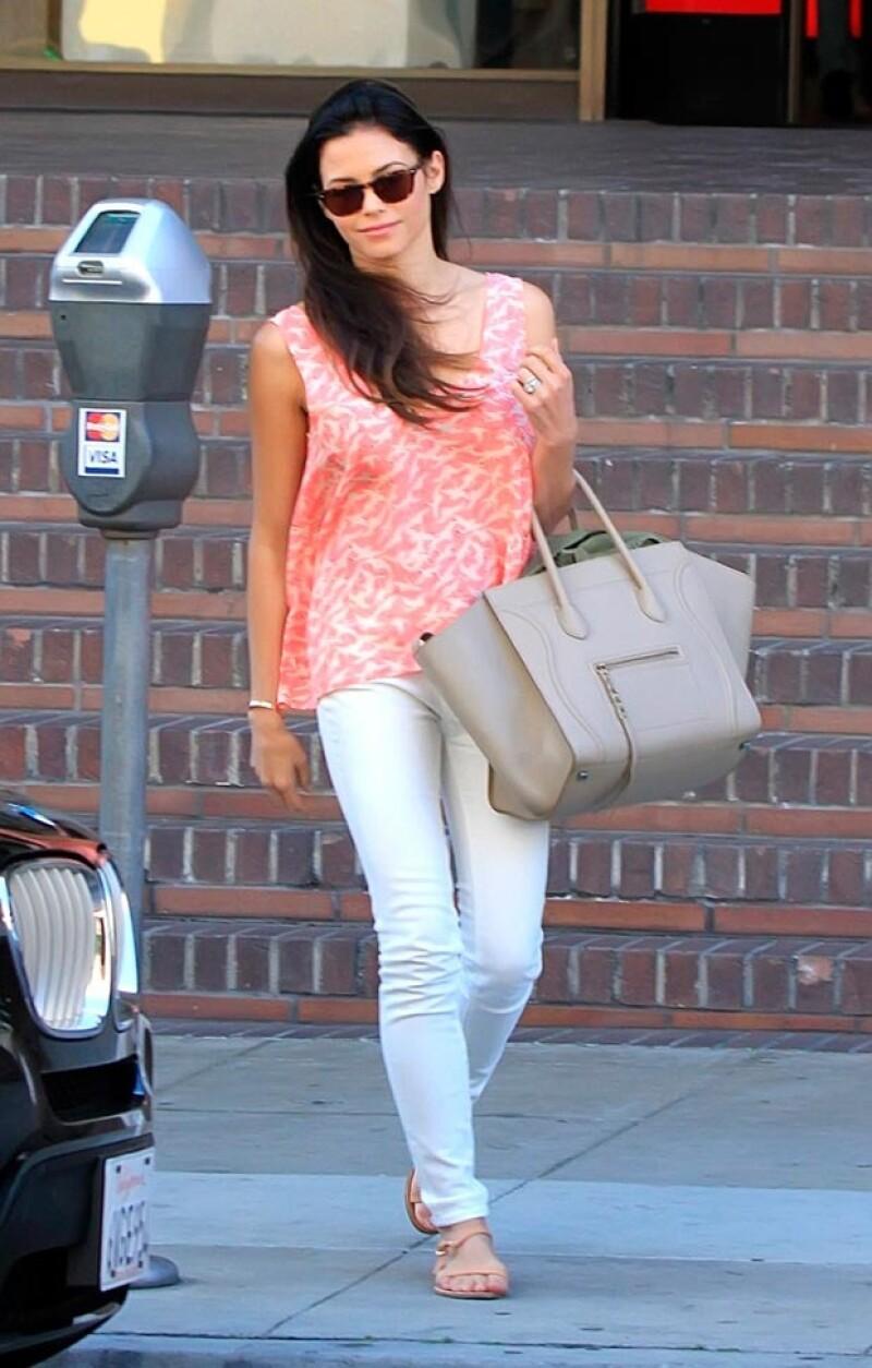 El fin de semana es para famosas como Selena Gomez y Pippa Middleton el momento ideal para dejar parte del glamour en el closet y optar por looks más cómodos aunque no menos chic.