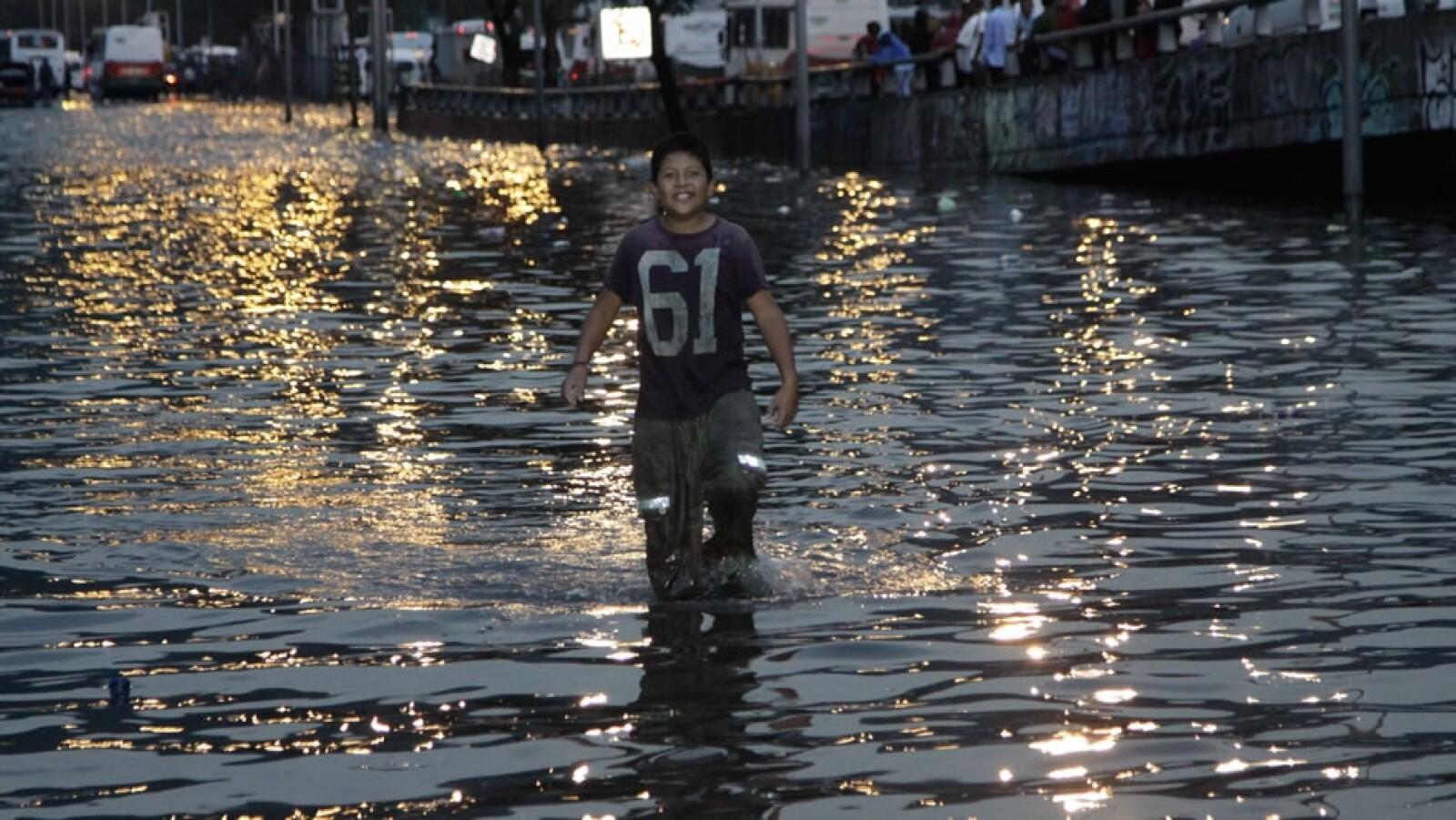 Las lluvias de este miércoles fueron provocadas por las ondas tropicales 10 y 11 extendidas en el sur de las costas de Michoacán