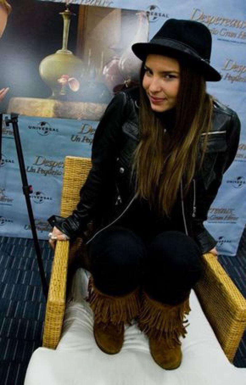 La cantante se reunirá esta semana con la productora Rosy Ocampo, quien le ofrece un papel en la telenovela Camaleones, en donde también podría actuar Poncho Herrera.