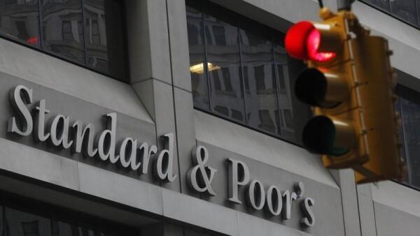La baja de calificación de deuda en los mercados emergentes ganaría ritmo, advirtió Standard and Poor's.