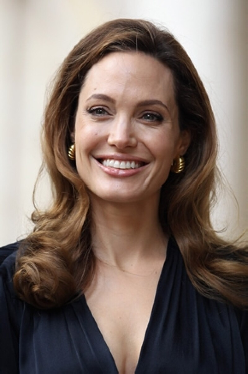 La actriz festejó sus 37 años en la mansión que ella y Brad rentan en Inglaterra.