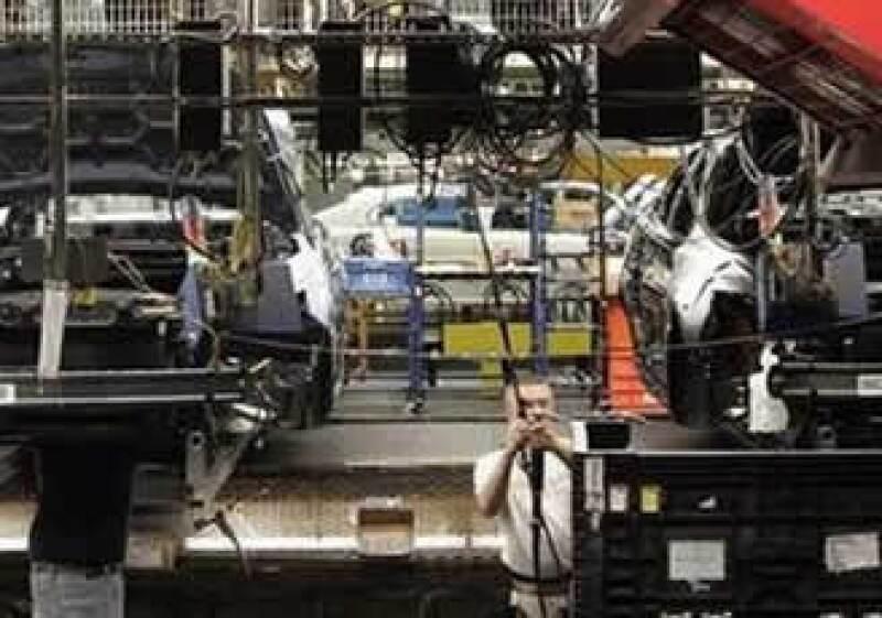 Una nueva participación del inversionista George Soros en Ford encabeza las noticias que animan a los papeles de Ford. (Foto: Reuters)