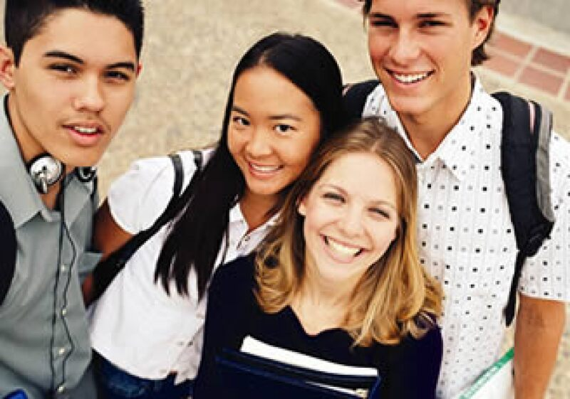 Los incrementos en las colegiaturas en medio de la recesión e inestabilidad laboral obligan a tomar decisiones de cambio de escuela.  (Foto: Archivo)