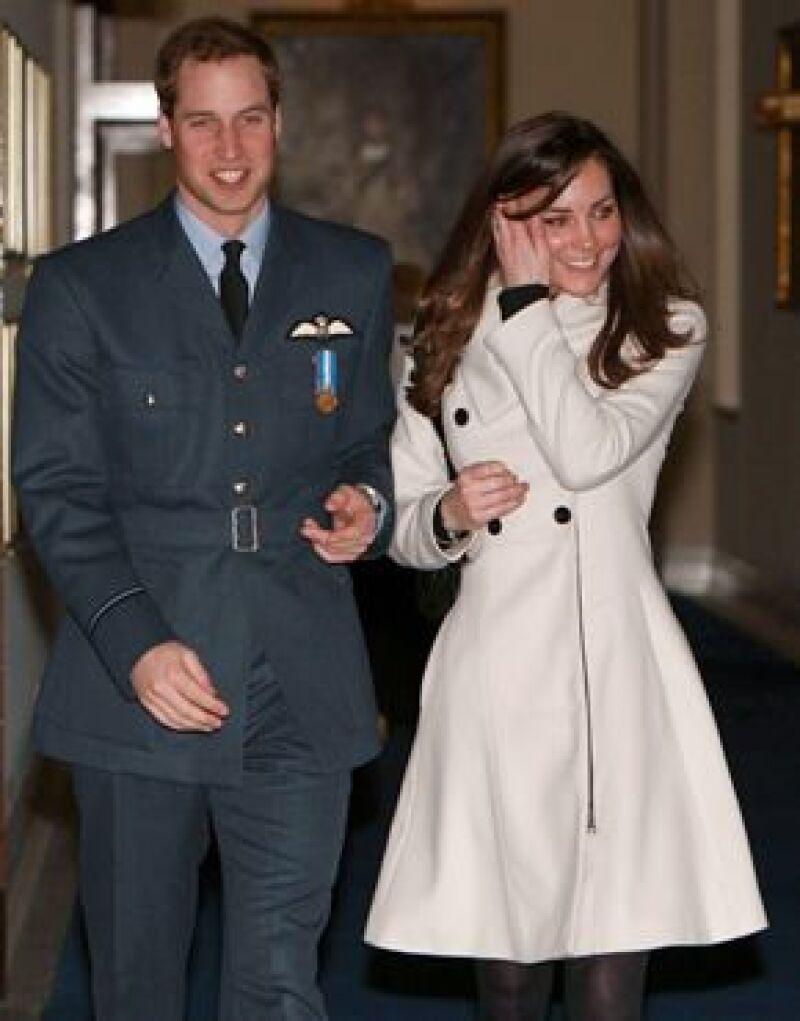 Una fuente confiable informó al semanario francés 'Point de vue' que el heredero de la corona inglesa y Kate Middleton contraerán nupcias 'en verano u otoño'.