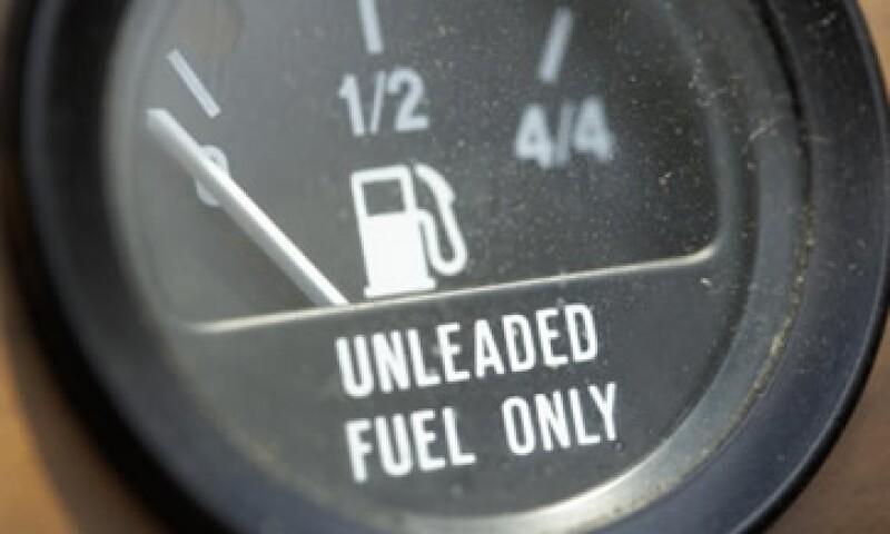 El diesel pasó de 9.12 pesos en el último día de 2010 a 10.00 pesos al 12 de noviembre de 2011, un alza de 88 centavos. (Foto: Notimex)