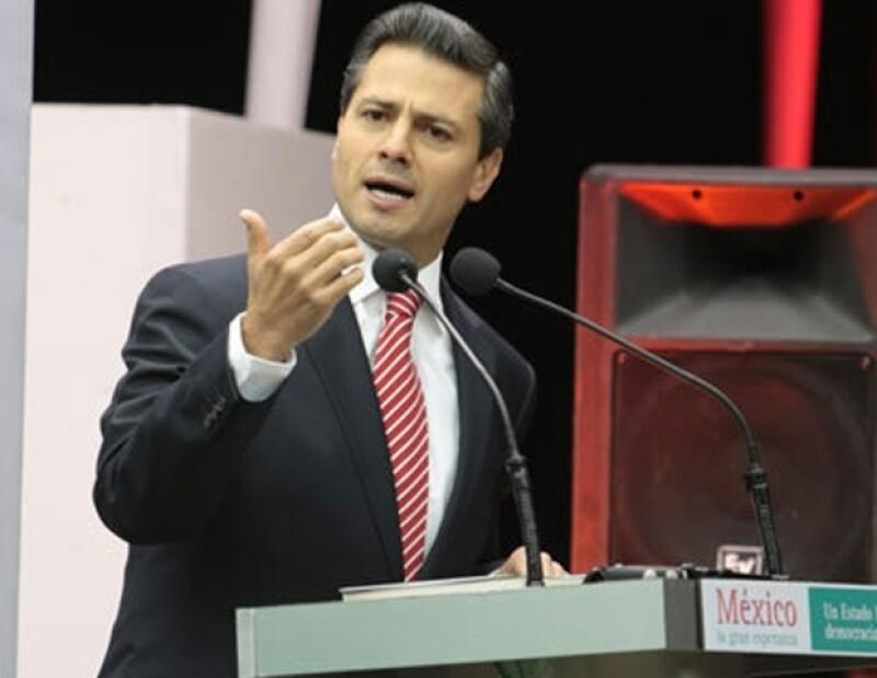 El precandidato del PRI a la presidencia de México, ha tenido un mes lleno de resbalones.