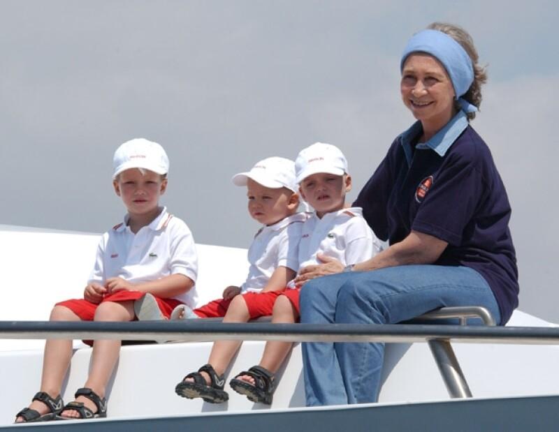 La reina Sofía y sus nietos en la Copa del Rey.
