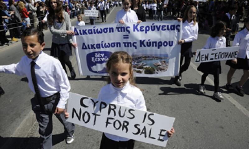 Los bancos chipriotas tendrán que realizar numerosos despidos, lo que podría generar disturbios. (Foto: AP)
