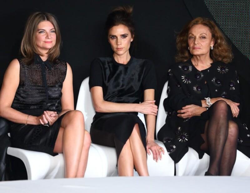 La diseñadora robó cámaras en su papel de examinadora en la entrega del premio Woolmark, el cual celebra los nuevos talentos de la moda en todo el mundo en Londres.