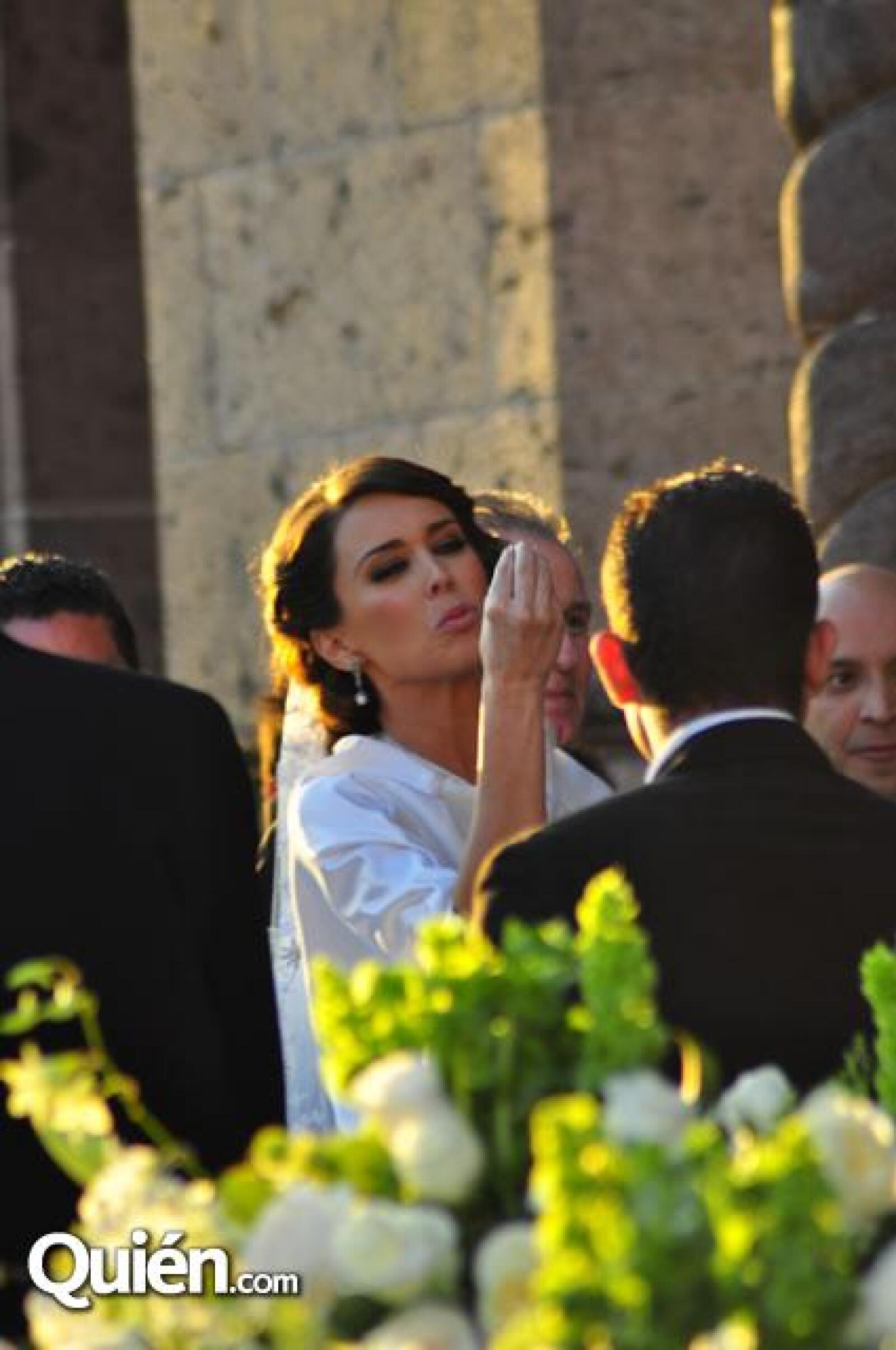 La novia llegando a la iglesia