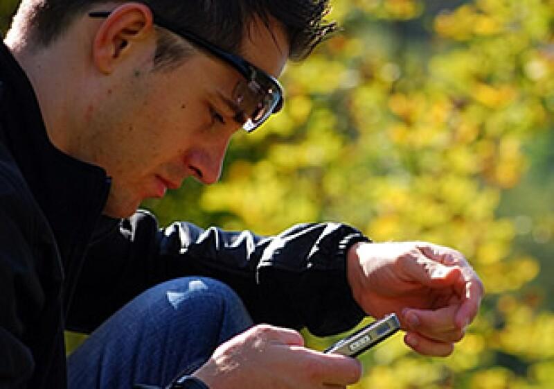 Los jóvenes siempre han sido difíciles de atrapar. La mercadotecnia móvil podría servir, siempre que les dé algo a cambio. (Foto: Archivo)