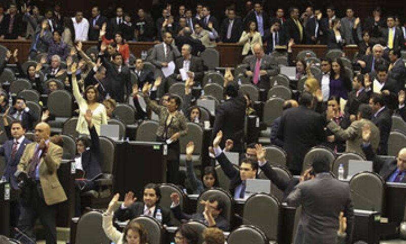 La segunda reforma fiscal durante el Gobierno de Calderón se aprobó en una versión diluida. (Foto: Notimex)