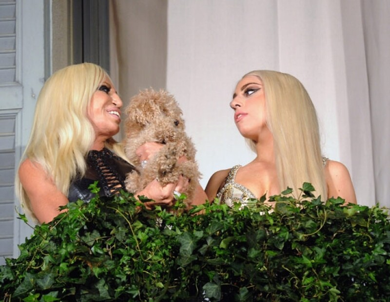 Donatella dijo en su Twitter que estába emocionada por cenar con Gaga.