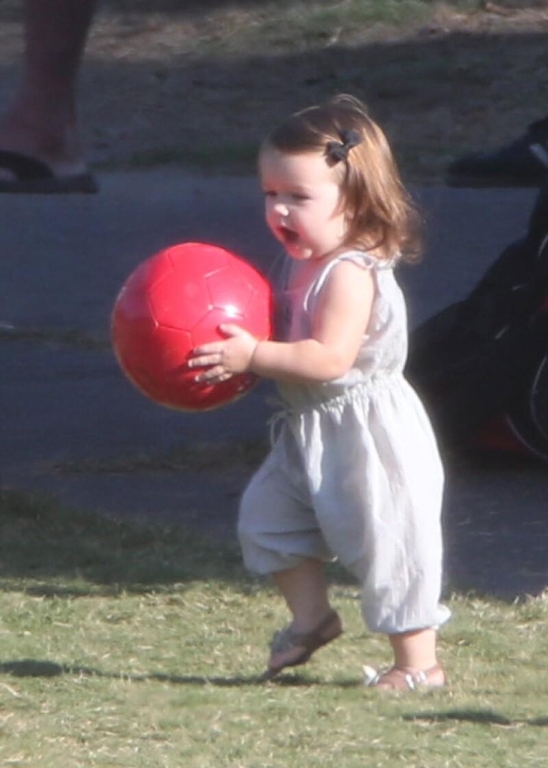 Desde muy pequeña Harper ha mostrado gusto por el futbol. No hay duda de que David heredó la pasión por este deporte a sus hijos.