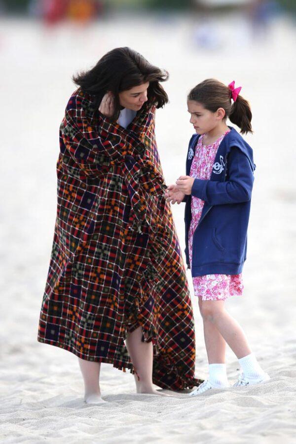 La actriz se encuentra filmando una serie en Toronto y su hija fue captada acompañándola en el set.