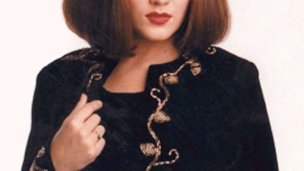 Karla Álvarez nació el 15 de octubre de 1972 en la Ciudad de México. se graduó como bailarina profesional en el INBA y egresó del CEA.