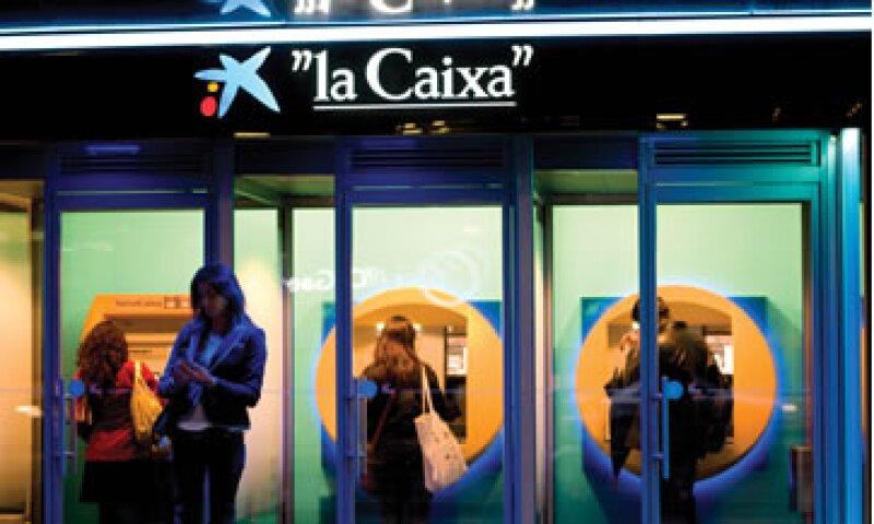 El banco dijo que la venta de esa participación dependerá de las condiciones del mercado.  (Foto tomada de caixabank.com)