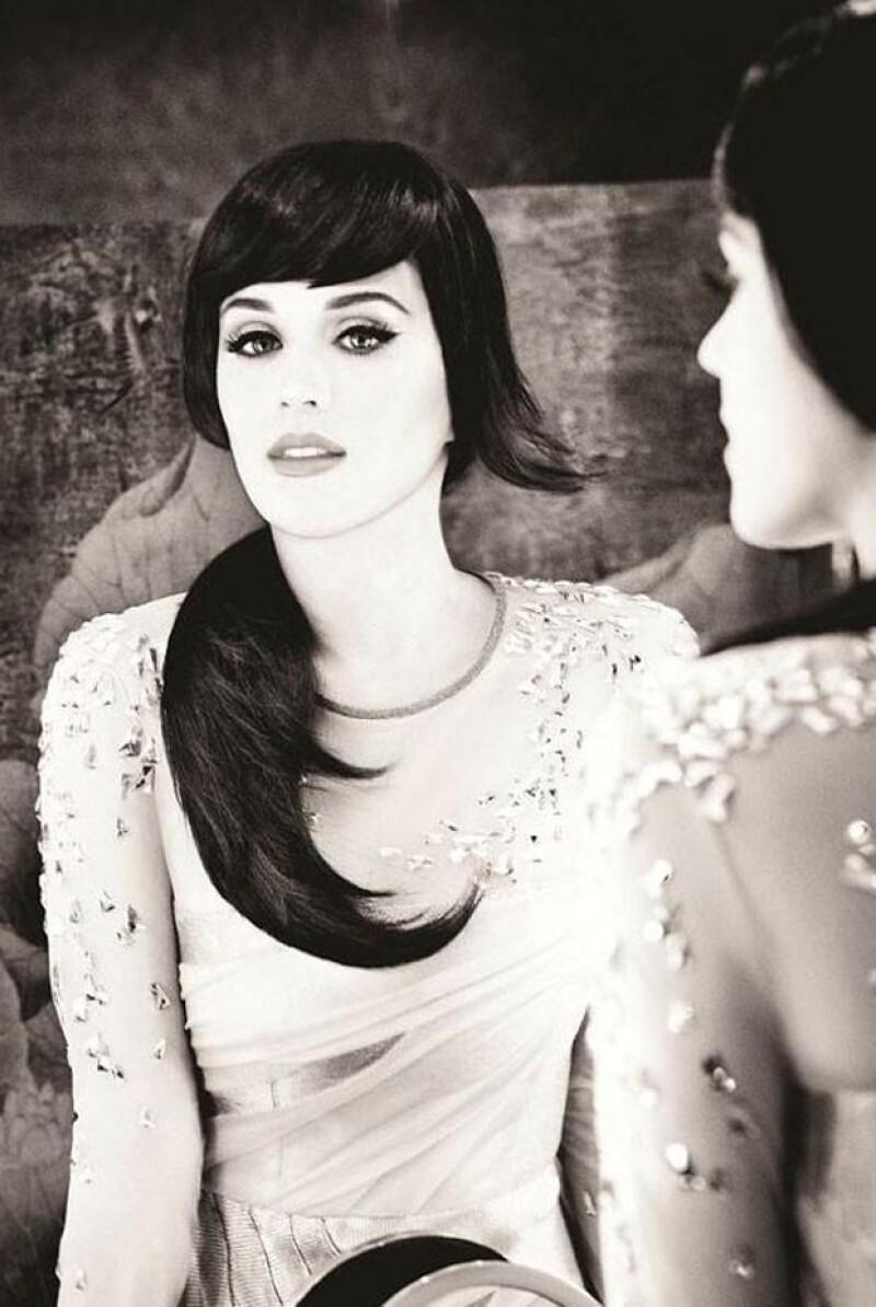 La cantante estadounidense sorprendió al posar muy elegante para la campaña de una prestigiosa marca de planchas para el pelo.