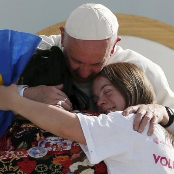 En sus palabras el papa les dijo a los jóvenes que nunca dejen de soñar, pero que no sean dormilones.