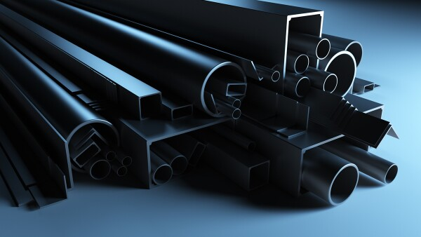 El libro aborda temas como elección del tipo de acero para estructuras de acero.