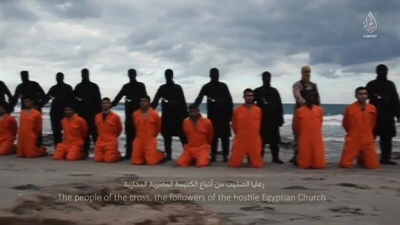El grupo militante ISIS difundió un video en el que mostró la decapitación de más de 20 egipcios en Libia