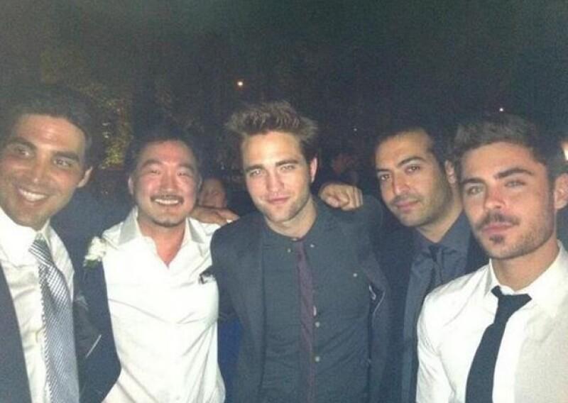 De acuerdo con un testigo,  el actor que cumplió ayer 26 años celebró su cumpleaños en Hollywood acompañado sólo de sus mejores amigos; entre ellos, Pattinson y Joe Jonas.