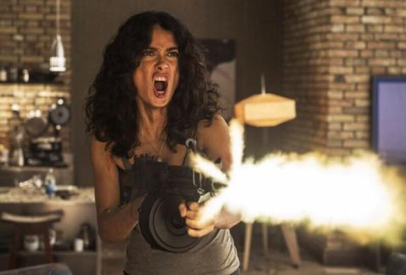 Se han publicado algunas imágenes de la película en las que Salma vuelve a dejar libre su lado agresivo del cine.