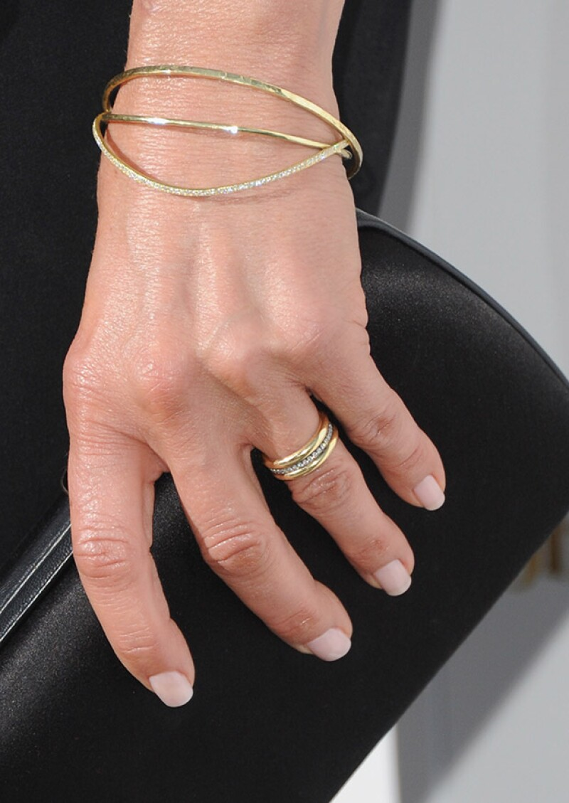 La joya se dice fue diseñada por su gran amigaJennifer Meyer.