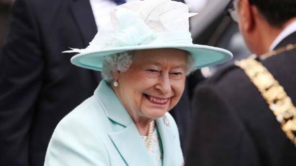 La monarca de Inglaterra busca un empleado para que limpie después de comer, con un sueldo de alrededor de 32 mil pesos mensuales con alojamiento incluido y sin experiencia necesaria.