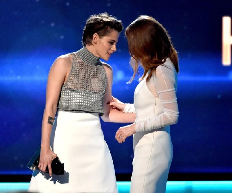 """Kristen fue una de las encargadas de entregar premio a la """"Mejor Actriz"""" de los Hollywood Film Awards."""