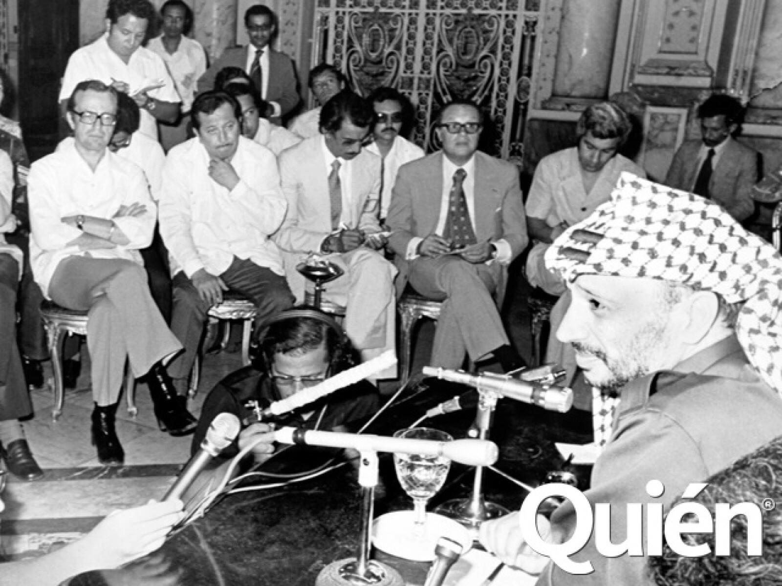 Durante una rueda de prensa con Yasser Arafat.