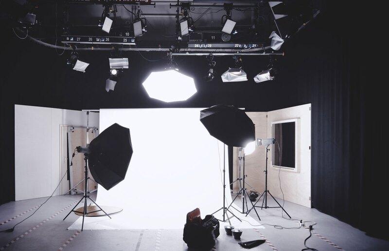 Photo-Studio-Alexander-Dummer-unsplash
