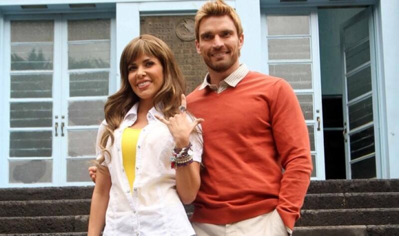 La cantante grabó el videoclip del tema La noche al lado de Julián Gil.