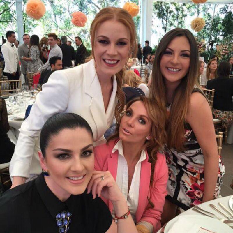 Daniela Magún con Mariana, Lidia y Erika de OV7.