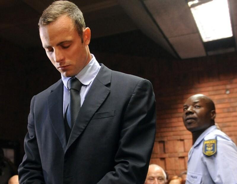 Un juez sudafricano concedió al deportista la libertad bajo fianza mientras se lleva a cabo el juicio por el asesinato de su novia.