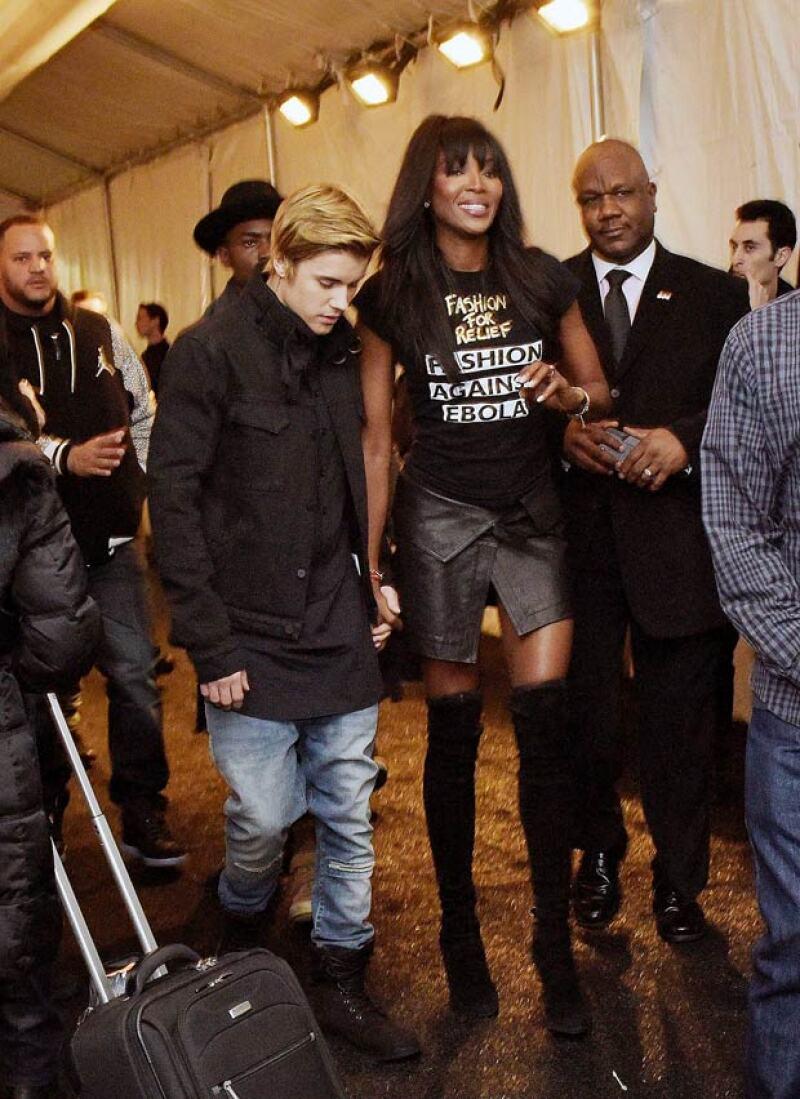 El cantante puede decir que al menos la supermodelo inglesa no lo dejó en segunda fila para su desfile de modas, como lo hizo Kanye West la semana pasada.