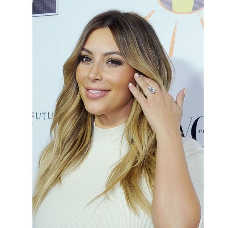 Esta fue la primera vez que Kim lució su impresionanye anillo de compromiso.