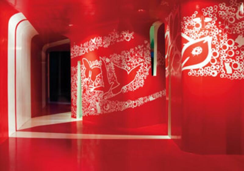 Los muros y el plafón están recubiertos  con pintura epóxica roja y el piso es de  resina acrílica de alta  resistencia.  (Foto: Cortesía Juan Marcos Castañeda)