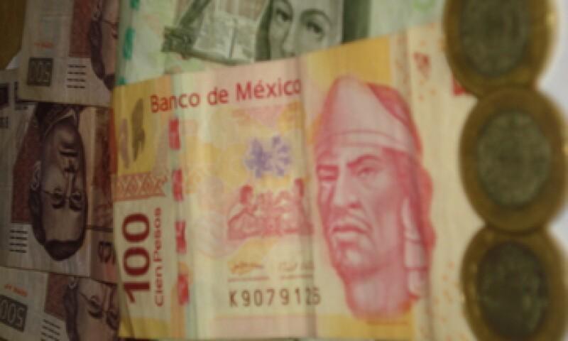 En ventanillas de bancos y casas de cambio, el peso operó en 11.35 a la compra y en 11.75 a la venta. (Foto: Karina Hernández)