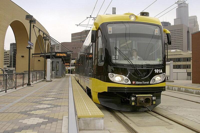 Cuenta a 74% de la flota del Sistema de Tr�nsito Urbano de Monterrey (Metrorrey) y 100% de flota del Sistema del Tren El�ctrico Urbano de Guadalajara (SITEUR)