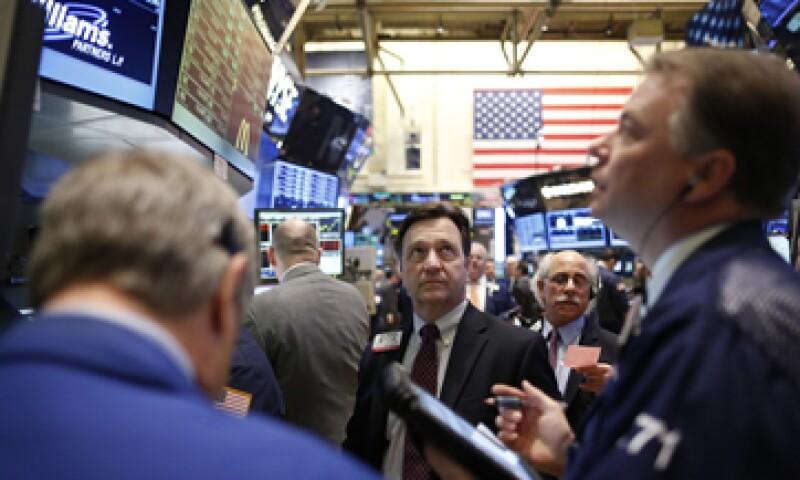 Poco después de la apertura en Nueva York, el Dow Jones avanzó para rebasar los 14,198.10 puntos. (Foto: Reuters)