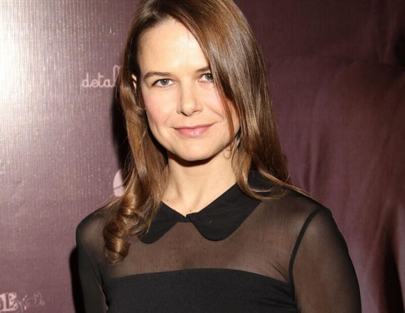 La actriz participa en le nueva serie de Canal 11, `Crónica de castas´, en la que comparte créditos con una de sus hijas y demás alterna con el actor que hace su debut como directo.