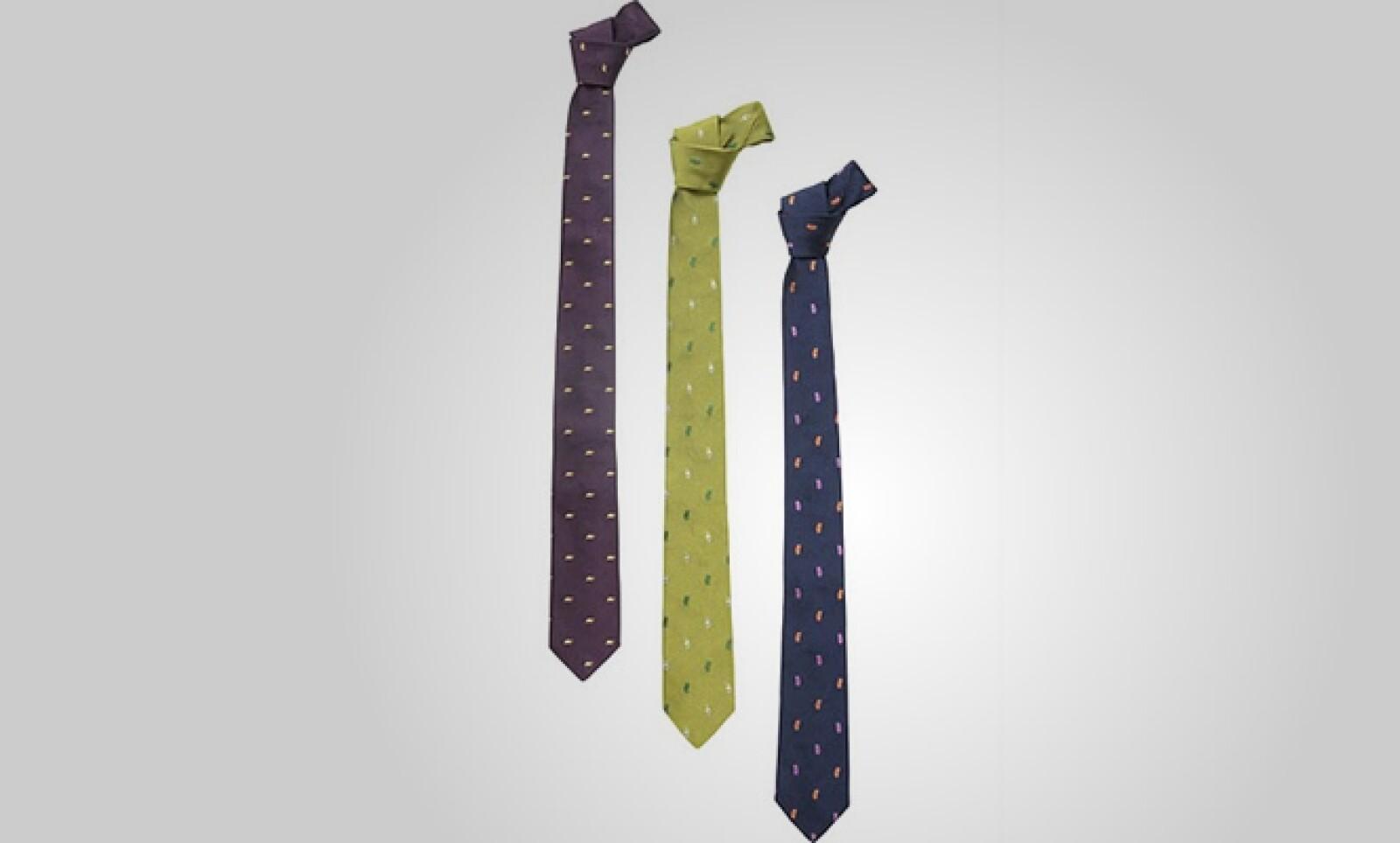 Corbatas de  seda, con diferentes motivos, completan tu vestimenta.