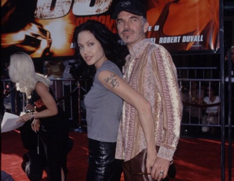 La actriz animó a su exmarido, Billy Bob Thornton, a llevar un relicario lleno de la sangre del otro para sentirse más cerca cuando estuvieran separados.
